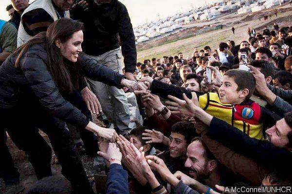 """""""แอนเจลีนา โจลี"""" เยือนอิรักเยี่ยมค่ายผู้ลี้ภัย"""