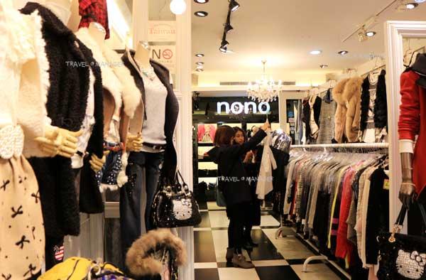 ตลาดซีเหมินติง มีเสื้อผ้าแฟชั่นวัยรุ่นให้ชอปและสินค้าอื่นๆ หลากหลาย