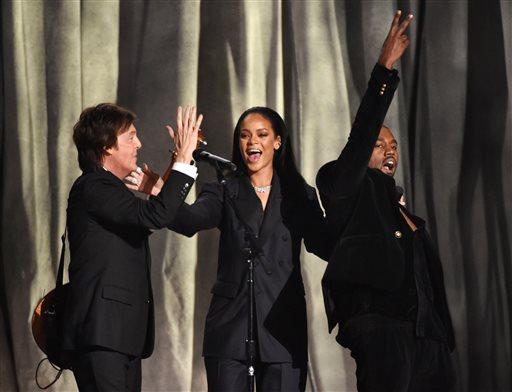 การแสดงของ พอล แมคคาร์ทนีย, รีฮันนา และ คานเย เวสต์