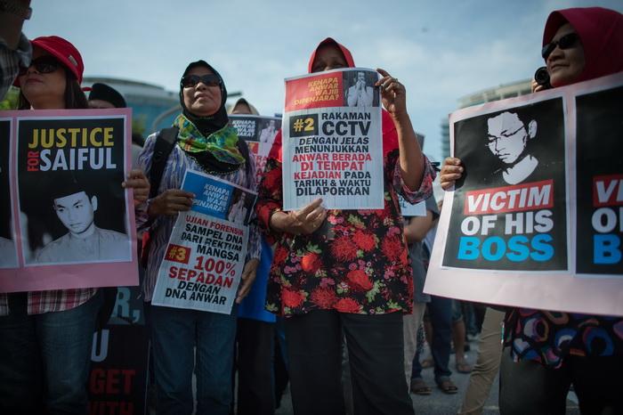 กลุ่มผู้สนับสนุน โมฮัมหมัด ไซฟุล บุคอรี อัซลัน อดีตผู้ช่วยชายของอันวาร์ ออกมาแสดงพลังเรียกร้องให้ศาลตัดสินลงโทษผู้นำฝ่ายค้าน