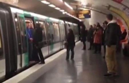 """แฟน """"สิงห์"""" ถ่อย ร้องเหยียดผิว ไล่คนดำพ้นรถใต้ดิน"""