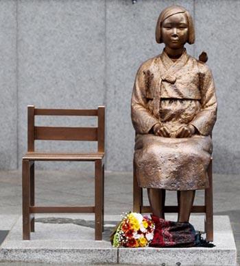 """ชาวญี่ปุ่นกว่า 2 พันฟ้อง """"นสพ.อาซาฮี"""" ฐานเผยแพร่บทความ """"สตรีบำเรอกาม"""" ทำประเทศเสื่อมเสีย"""
