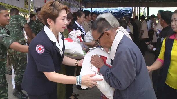 เหล่ากาชาดขอนแก่นเร่งช่วยชาวบ้านเหยื่อวาตภัย