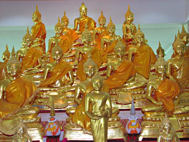พระพุทธรูปพระพุทธเจ้า 28 พระองค์ ภายในศาลาปฏิบัติธรรม