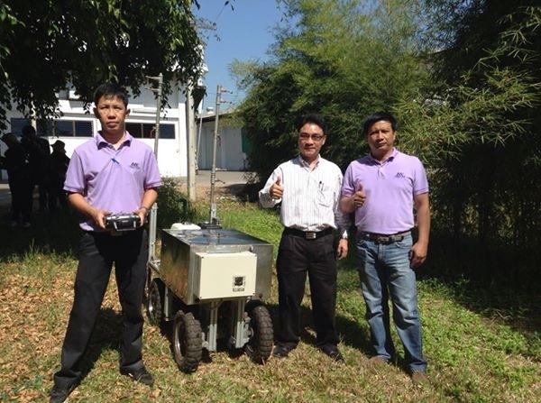 รถต้นแบบพ่นยาฆ่าแมลงฝีมือไทยควบคุมการใช้สารเคมี