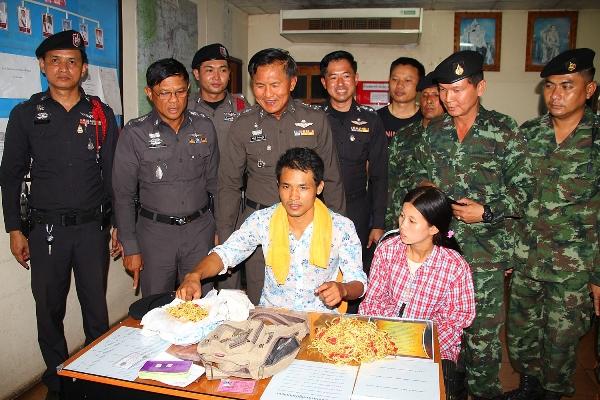 ตร.-ทหารรวบผัวเมียชาวพม่าปล้นทอง 5 กก.เมืองนนท์ ก่อนเหมารถตู้หนีเข้าท่าขี้เหล็ก