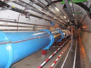 อุโมงค์เครื่องเร่งอนุภาค LHC (Julian Herzog)