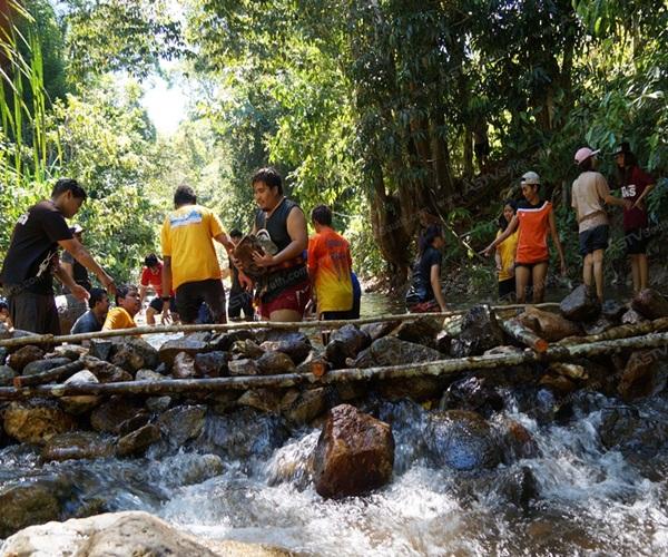 ชาวพัทลุงร่วมใจสร้างฝายแม้ว หลังฝนทิ้งช่วงนานหลายเดือน