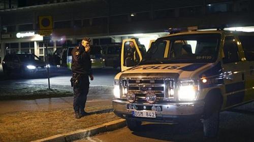 มือปืนบุกยิงคนในผับที่สวีเดนขณะดูบอล ตาย 2 เจ็บเป็นสิบ คาดฝีมือแก๊งท้องถิ่น