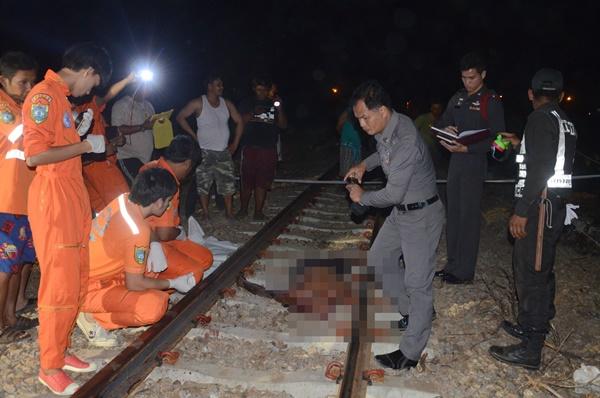 ผัวเมาทะเลาะเมียคว้ามีดไล่ฟันวิ่งหนีข้ามทางรถไฟผัวไล่ตามถูกชนดับคาราง