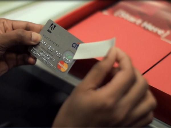 """อโดบีแจกเงินพนักงาน 1,000 เหรียญสหรัฐ เผย """"ให้ไปเปิดโลก"""""""