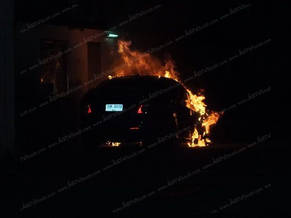 เพลิงเผาวอดรถเก๋งที่ตลาด บขส.ตะกั่วป่า คาดถูกวางเพลิง-ไฟลุกเอง