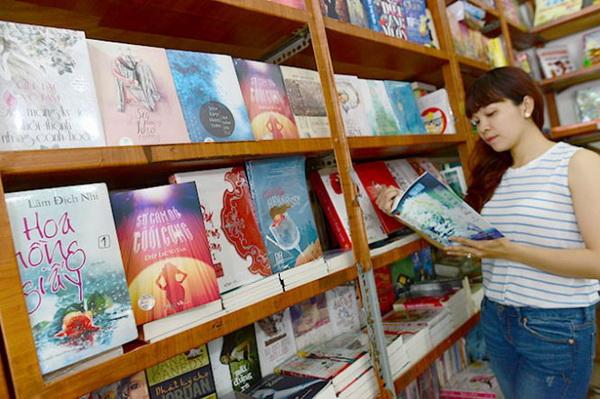 เวียดนามห้ามนิยายรักร่วมเพศ เผยนิยายอีโรติกชาวสีม่วงจากจีนท่วมตลาด