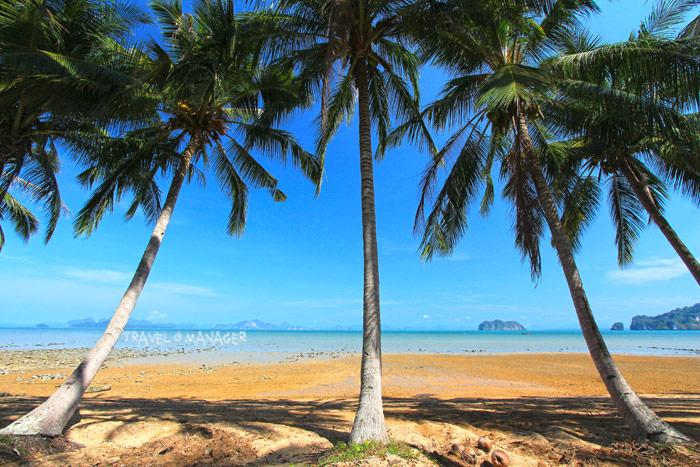 หาดทรายชายทะเลบนเกาะยาวน้อย วันนี้ยังคงสงบ ไม่พลุกพล่าน