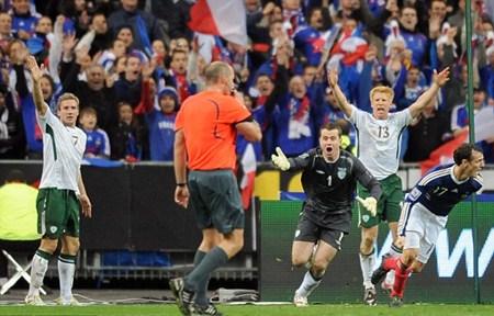 ผู้เล่น ไอร์แลนด์ กรูมาประท้วง