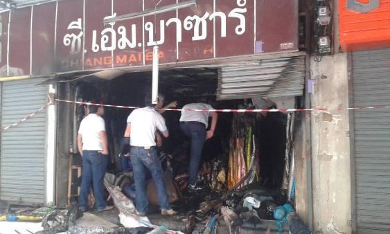 พบไฟคุกรุ่นไหม้ม้วนผ้าร้านต้นเพลิงตรอกเหล่าโจ้วซ้ำ ทหารเร่งรื้อซาก รอวิศวกรตรวจตึก