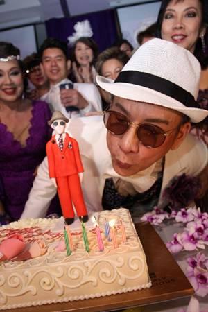 เบิร์ธเดย์ปาร์ตี้ช่างผมกรรไกรเพชร ดร.สมศักดิ์ ชลาชล 58 กะรัตยังแจ๋ว
