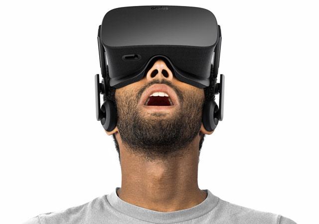 """ลาก่อนโลกจริง! แว่น VR """"Oculus Rift"""" เผยโฉมเต็มๆ พร้อมจอยจับการเคลื่อนไหว"""