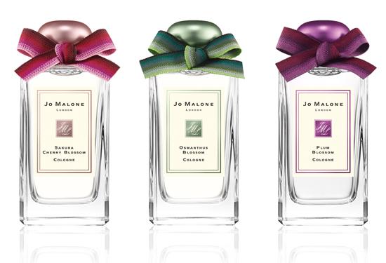 3 กลิ่นหอมของดอกไม้ในคอลเลกชัน Blue Skies & Blossoms คือ Sakura CherryBlossom Cologne, Osmanthus Blossom Cologne, Plum Blossom Cologne ขนาด 100 ml. ราคา 5,150 บาท