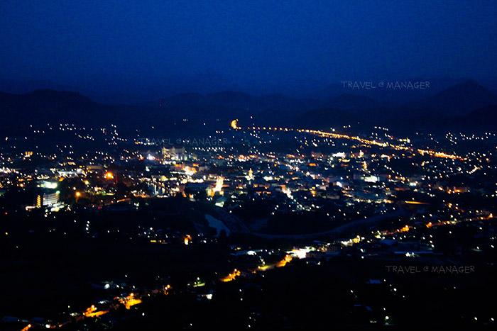 แสงไฟจากอำเภอเมืองเกิดภาพสวยงามบนภูบ่อบิด