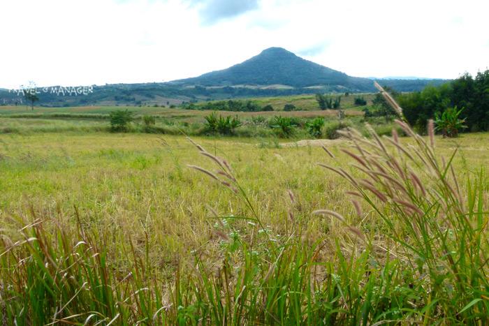 จุดชมวิวท็อปวิวรีสอร์ทมองเห็นภูเขาย่าตั้งตระหง่านในมุมมองคล้ายภูเขาฟูจิ