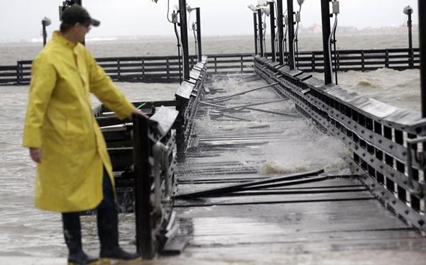 """พายุ """"บิล"""" ทำพิษฝนถล่มทั่วรัฐเทกซัส สังเวยแล้วอย่างน้อย 1 ศพ หวั่นเกิดน้ำท่วมใหญ่รอบใหม่"""