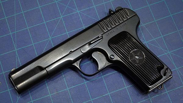 <FONT color=#000033>ตอกาเรฟ TT-33 เป็นรุ่นที่ 2 เริ่มผลิตปี ค.ศ.1933 ก่อน AK-47 เสียอีก ผ่านสงครามโลกครั้งที่ 2 จนถึงสงครามเวียดนาม สงครามในตะวันออกกลาง และ ในยุโรป ยังคงเป็นปืนพกมาตรฐานกองทัพมาจนถึงวันนี้ ไม่เฉพาะในรัสเซีย หากยังรวมอีกราว 20 ประเทศทั่วโลก รวมทั้งในย่านนี้ด้วย.  </b>