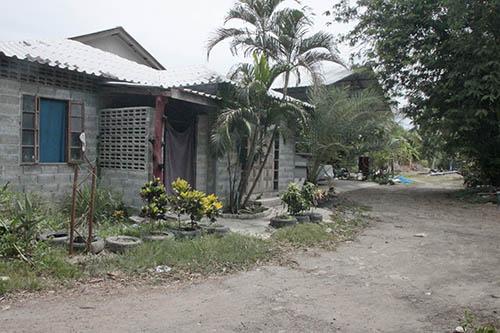 หนึ่งใน 5 นักศึกษาจากปากีสถานถึงบ้านเกิดแล้ว คนในบ้านปิดปากเงียบ หลังทหารประกบแจ (ชมคลิป)
