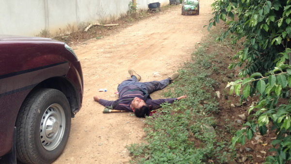 หนุ่มใหญ่คลั่งสาดกระสุนใส่ตำรวจ ถูกสวนกลับ 3 นัดเจ็บสาหัส