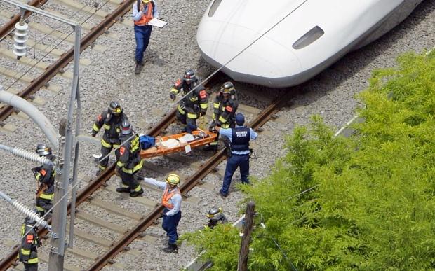 """ชายญี่ปุ่นจุดไฟเผาตัวตายบนรถไฟ """"ชินคันเซ็น"""" ดับ 2 ศพ"""