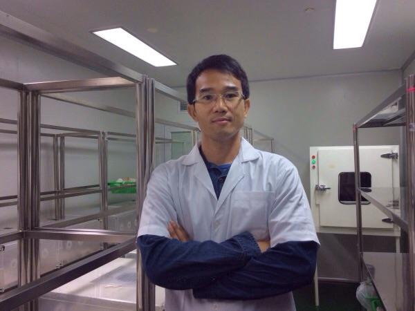 นายสัมฤทธิ์ เกียววงษ์ ผู้จัดการโรงงานต้นแบบผลิตไวรัสเอ็นพีวีเพื่อควบคุมแมลงศัตรูพืช ไบโอเทค