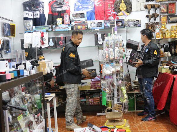 ตร.ปอศ.ลงภูเก็ตยึดสินค้าปลอมกว่า 1,400 ชิ้น ขณะที่ร้านค้ารู้แกวปิดร้านหนีวุ่น