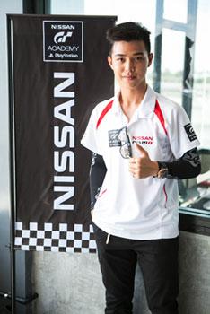 เบ๊บ ฐนโรจน์ ธนาสิทธิ์นิธิเกตุ แชมป์นิสสัน จีที อคาเดมี 2014 คนแรกของไทย