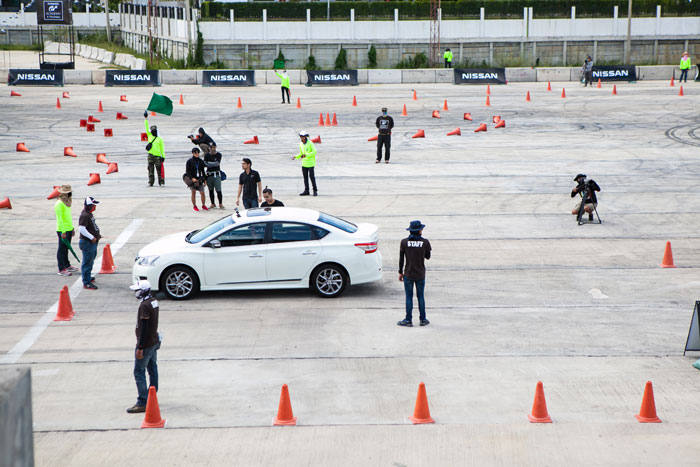 ทดสอบการขับขี่ในสนามจริง