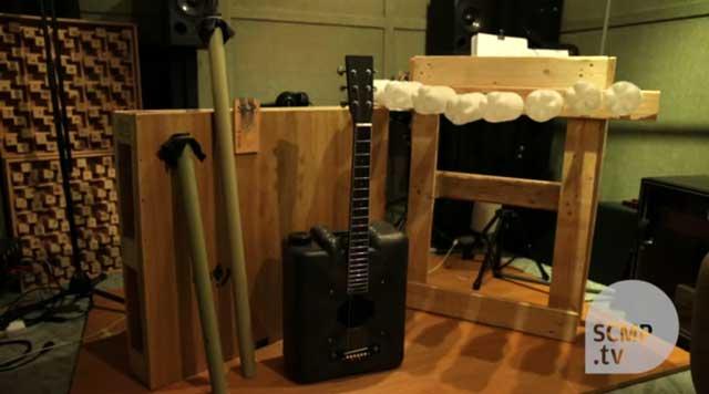 หนุ่มฮ่องกง รีไซเคิลวัสดุใช้แล้วเป็นเครื่องดนตรีครบทั้งวง