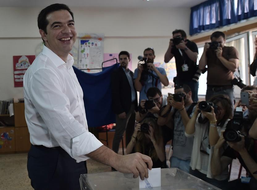 """In Pics : คูหาลงประชามติเปิดแล้ว """"ชี้ชะตาที่ยืนกรีซในอียู-อนาคตซีปราส"""" รมว.คลังกรีซปัดลือ """"ไร้สาระ!! เงิน 30%ในบัญชีเงินฝากไม่หาย"""""""