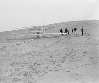 การทดสอบครั้งแรกเริ่มขี้นในปี 1903 (credit photo: wright-brothers.org)