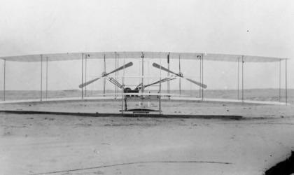 หน้าตาเครื่องร่อนชื่อ flyer ของสองพี่น้อง (credit photo: Wright brothers.org