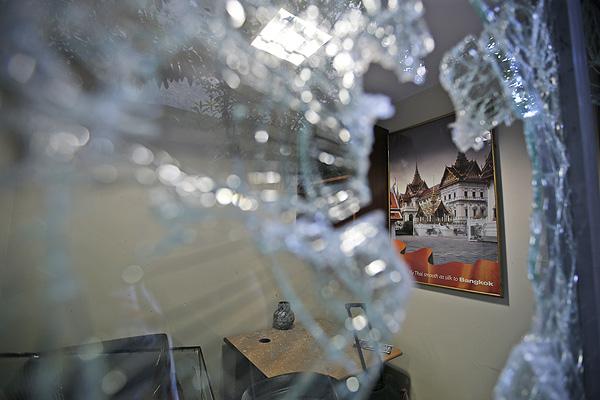 ความเสียหายของสถานกงสุลไทยที่อิสตันบูล (ภาพเอพี)