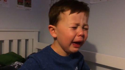 """โอ๋ (คลิป) เจ้าหนู 4 ขวบฟูมฟาย """"อาร์วีพี"""" ลา """"ผีแดง"""""""