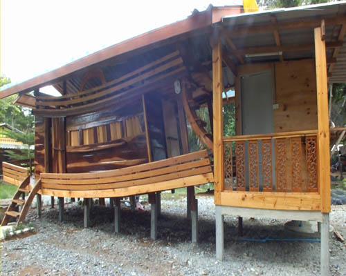 ชาวประมงเมืองจันท์ไอเดียเก๋นำเก๋งเรือเก่ามาประดิษฐ์เป็นเรือนหอให้ลูกสาว