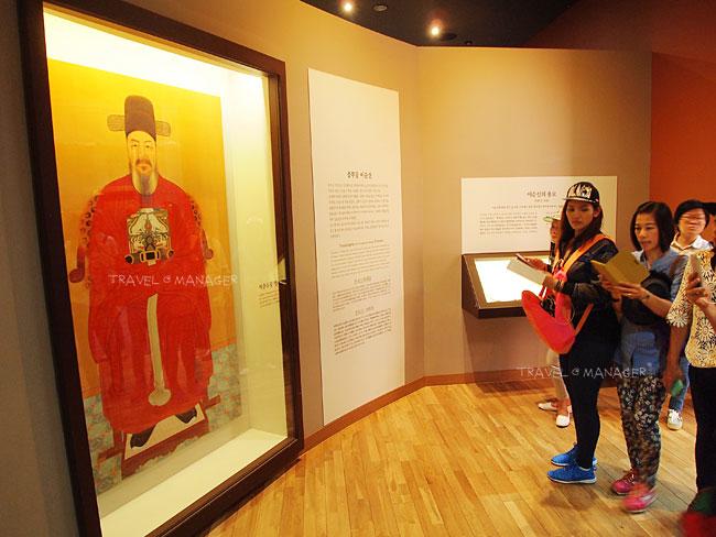 ภายในพิพิธภัณฑ์อนุสรณ์นายพลอี ซุน ซิน