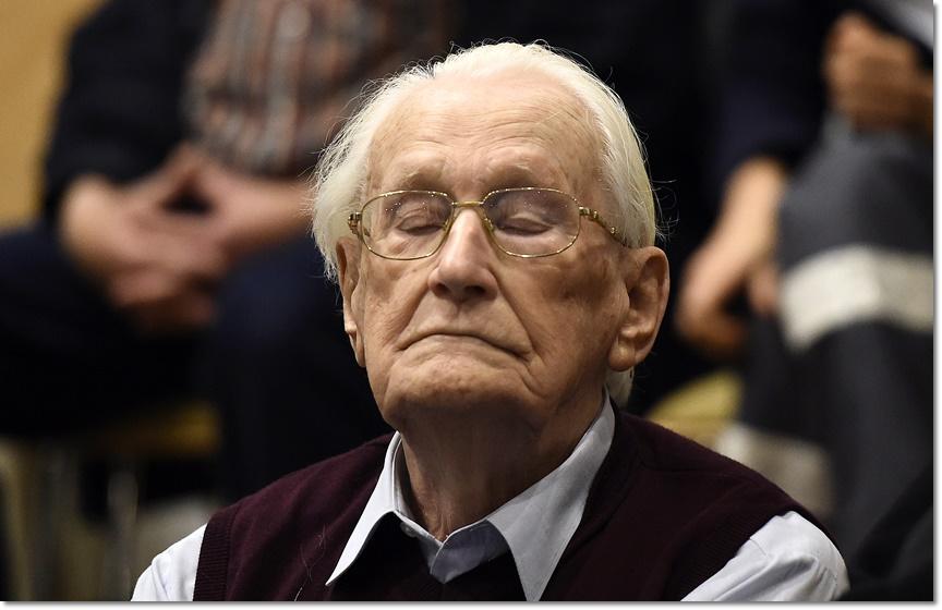 """In Pics : ศาลเยอรมนีสั่งจำคุก 4 ปีอดีตนาซีเยอรมันหน่วย SS วัย 94 เจ้าของฉายา """"ผู้คุมบัญชีแห่งเอาชวิตซ์"""""""