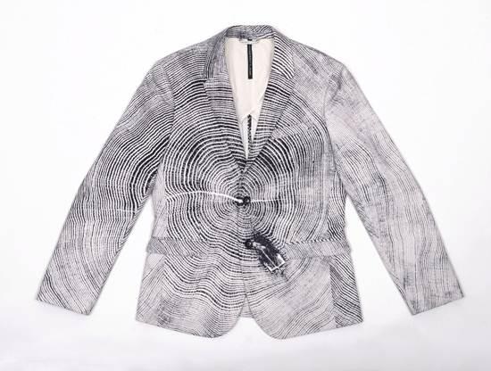 เสื้อเบลเซอร์สุดคูลลาย Wood Cut จาก BLACKBARRETT