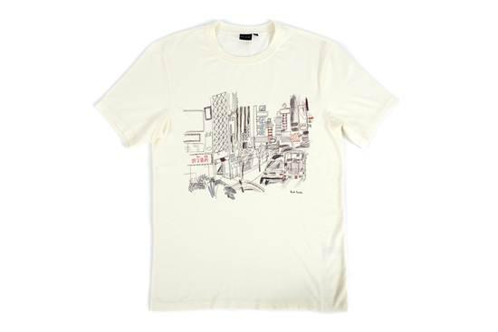 """เสื้อยืดสเกตช์ภาพถนนแห่งหนึ่งในกรุงเทพฯ มีคำศัพท์ภาษาไทย """"สวัสดี"""" อยู่บนตัวเสื้อ จาก Paul Smith"""