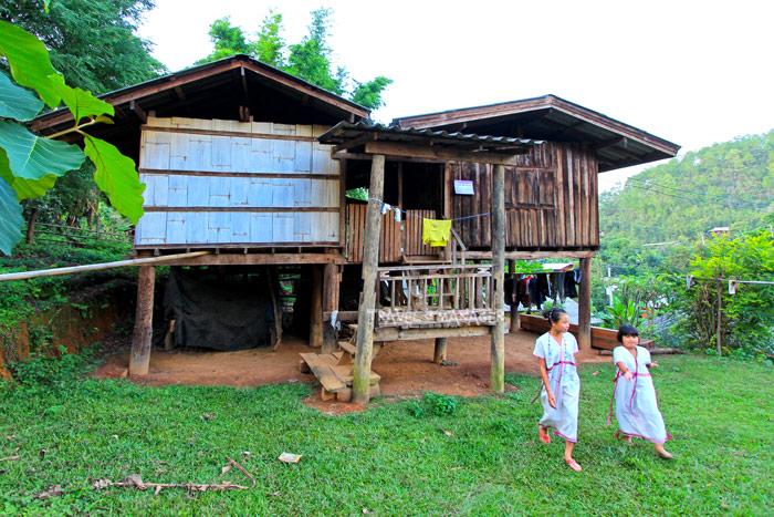 บ้านห้วยฮ่อม ชุมชนชาวปกาเกอะญอที่มีทั้งนับถือศาสนาพุทธและคริสต์