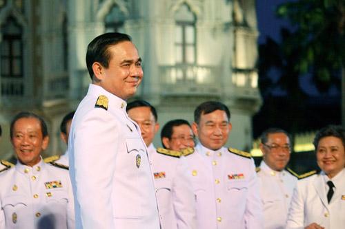 ด้วยสถานการณ์ที่รุมเร้า ทำให้อีกไม่นานนัก โฉมหน้าคณะรัฐมนตรีของ พล.อ.ประยุทธ์ จำต้องเปลี่ยนแปลง