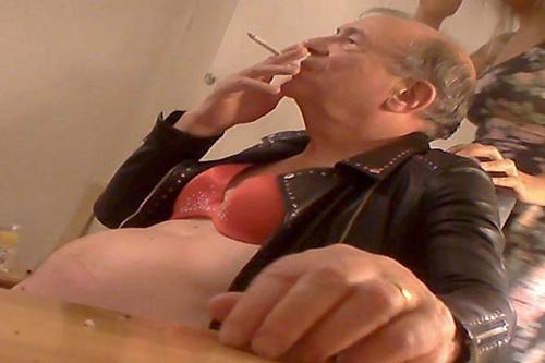 ท่านลอร์ดเมืองผู้ดีโดนเปิดโปงพี้ยา-เสพกามโสเภณี แถมแก้ผ้าใส่บราส้มเอาเบี้ยเลี้ยงแจกสาว