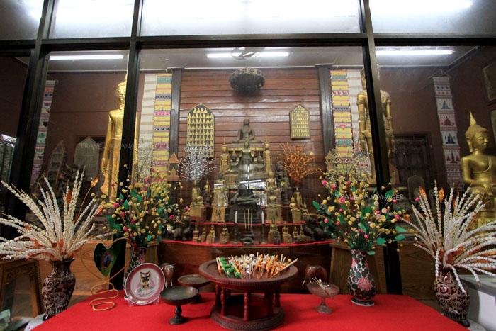 พระพุทธรูปเก่าแก่ภายในพิพิธภัณฑ์ชุมชนบ้านพระเกิด