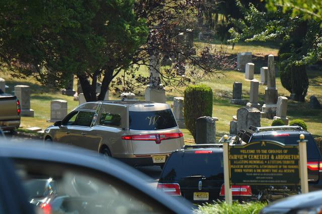 """ดรามาครอบครัวในงานศพ """"บ็อบบี คริสตินา บราวน์"""""""
